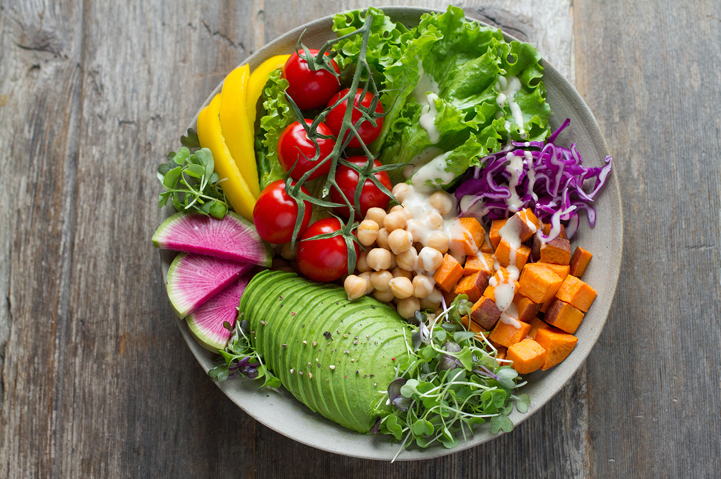 plant-based diet image of salad with chickpeas and avocado